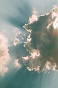 Look up! Look waaay up Photography Projects, Landscape Photography, Nature Photography, Beautiful Mind, Beautiful World, Mood Images, Above The Clouds, Earth From Space, Heaven On Earth