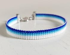 Unisex blue and white striped loom beaded bracelet, Casual and sporty outfit Loom Bracelet Patterns, Bead Loom Bracelets, Bead Loom Patterns, Unique Bracelets, Woven Bracelets, Gold Color Combination, Traje Casual, Azelaic Acid, Unisex