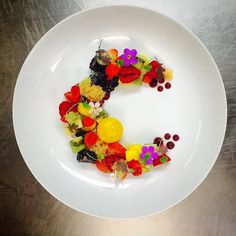 Dish name ..THE ART OF FRUIT PLATING ..dessert..fresh fruit with sour apple & vanilla  caviar and assorted berry gel & mango sphere ..only @froot_tree_restaurant apart of our vegan menu #Caribbeanculinarycollective #topcaribbeanchef #gastroart #theartofplating #chefsroll #chefsofinstagram #fourmagazine #thefeedfeed #Beautifulcuisines #barbados #bajans #bajan #chefjasonhoward #celebritychef #famouschef #theartoffruitplating by chefjasonhoward