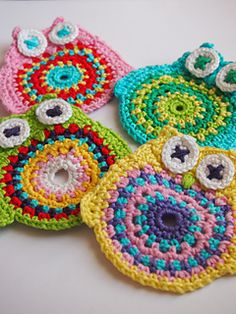 The coaster that you can create with this pattern will be about 3,5 inches (9 cm) high and 3,5 inches (9 cm) wide.