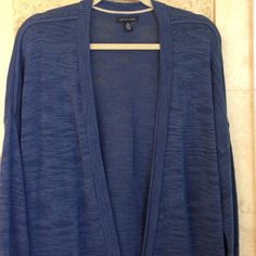Tommy Hilfiger lose fitting Blue Sweater. NWOT Raglan sleeve, can be rolled up. Two front small pockets with no buttons down the front. Measurements across the bust from arm pit to arm pit with fronts touching: 23 inches. Material : 68% Cotton & 32% Viscose. Length: 28 1/2. Tommy Hilfiger Sweaters