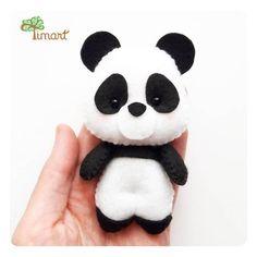 É panda que está em alta? Esquenta a cabeça não, porque nós temos panda! E um pandinha pra lá de fofis, com essa pancinha cut-cut!!!!😍😍😍😍A APOSTILA digital você encontra na loja virtual: www.timart.com.br (link clicavel na bio).👉 Não trabalho com peças prontas, apenas moldes e apostilas. 👈#feltro #felt #fieltro #artesanato #feltrolove #arte #molde #apostila #apaixonadosporfeltro #pap #feltrando #feltlove #tutorial #timart #timartartesanato #diy #bichinhos #colecao #panda #tribal Handmade Crafts, Diy And Crafts, Crafts For Kids, Arts And Crafts, Felt Animal Patterns, Stuffed Animal Patterns, Felt Diy, Felt Crafts, Wedding Cross Stitch Patterns
