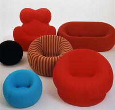 Gaetano Pesce 1969 Up series. What amazes me in this pieces is not how it looks or its shape or any other aesthetic aspect. Instead, i much appreciate the way it is built and packaged: entirely out of foam, this seats are tightly squashed into a small container for transport. Once opened the seats literally pop 'up' (pop out should i say)...