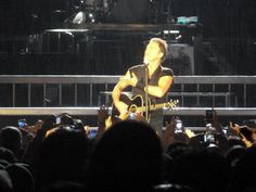 See more http://www.musicmegaphone.com/2012/07/30/bruce-springsteen-stadio-a-franchi-firenze/