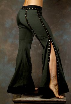 Flared trousers with a slit. Would look great with Flamenco shoes Tribal Fusion, Estilo Tribal, Beautiful Costumes, Awesome Costumes, Fashion Casual, Dance Pants, Tribal Belly Dance, Flowy Pants, Belly Dance Costumes