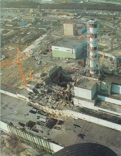 Chernobyl, The nuclear reactor after the disaster. Reactor 4 (center). Turbine building (lower left). Reactor 3 (center right), 26 April 1986