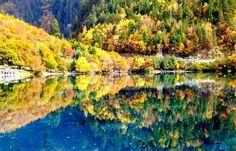 Jiuzhaigou Valley in autumn