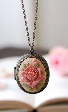 Rose Cameo Locket Necklace Large Oval Locket Necklace by LeChaim Cameo Jewelry, Antique Jewelry, Jewelry Box, Vintage Jewelry, Jewelry Accessories, Antique Brass, Antique Rings, Jewlery, Antique Locket