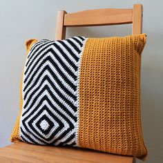 Sargasso Cushion is an easy crochet pattern for a stylish, modern cushion / pillow cover. It uses DK weight yarn basic crochet stitches. Click the image to shop the crochet kit or just the pattern. Cushion Cover Pattern, Crochet Cushion Cover, Crochet Cushions, Cushion Pillow, Sewing Pillows, Crochet Home Decor, Diy Crochet, Crochet Crafts, Crochet Projects