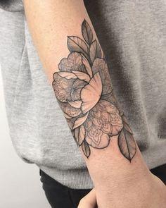 Stomach Tattoos, Top Tattoos, Trendy Tattoos, Forearm Tattoos, Flower Tattoos, Black Tattoos, Body Art Tattoos, Small Tattoos, Sleeve Tattoos