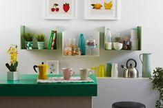 mensole di design Geometric Metal Shelves, Glass Shelves, Floating Shelves, Crystal Shelves, Bottle Rack, Modern Shelving, Curved Glass, Shelf Design, Different Colors