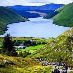 Scozia.  Voglia di vacanza? #giftsitter è la #lista viaggi che fa per te. Scopri come cliccando sul link in bio.  #giftsittermania #viaggi #blog #blogviaggi #scozia #verde #natura #lista #occasioni #picoftheday