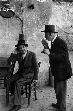 Henri Cartier-Bresson - Italy, Rome, 1952 - relax time - old - smoking pipe - drink - hat - humility - coca-cola Candid Photography, Urban Photography, Street Photography, Minimalist Photography, Color Photography, Magnum Photos, Vintage Photographs, Vintage Photos, Black And White Pictures