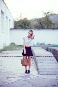 Grey top www.absolutelyberta.com #blogsmoda #fashionblog #lookbook #nike #greytop #streetstyle #michaelkors #blackskirt