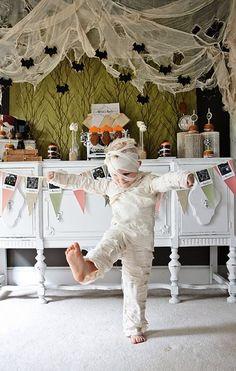 """Celebrado um pouco por todo o mundo no dia 31 de Outubro, na noite de Halloween as pessoas saem de casa fantasiadas e vão de porta em porta, dizendo """"trick or treat"""" na esperança de receber algumas guloseimas – por norma, os vizinhos fazem-lhes a vontade!"""