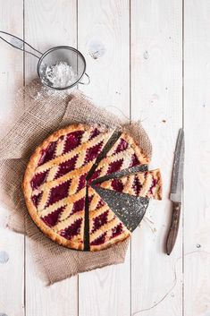 How to make baked strawberry pie tart food photography / tart photography / strawberry tart / tart with jam / strawberry jam tart / tart food photography Strawberry Jam Tarts, Homemade Strawberry Jam, Tart Recipes, Sweet Recipes, Dessert Recipes, Recipe For Mom, Mom's Recipe, Mothers Day Desserts, Think Food