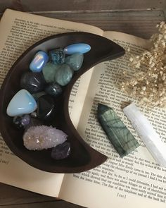 New post on bpd-witch Zen Meditation, Meditation Rooms, Crystals And Gemstones, Stones And Crystals, Gem Stones, Feng Shui Energy, Crystals In The Home, Crystal Meanings, Fashion Room