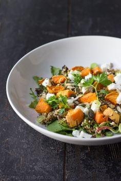 A healthy and delicious salad with quinoa, roasted sweet potato and goat cheese. Avocado Recipes, Veggie Recipes, Salad Recipes, Healthy Recipes, Healthy Food, Veggie Food, Sweet Potato Quinoa Salad, Quinoa Rice, Clean Eating Snacks