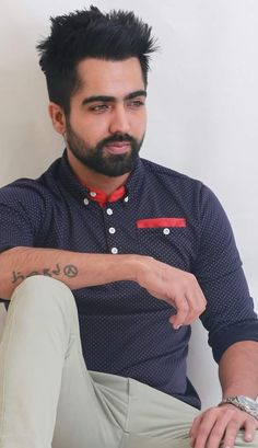 Hardy Sandhu the young talented Punjabi singer from Patiala, Punjab won many girls hearts by his dashing look and personality. One thing that you don't kno Kurta Pajama Punjabi, Hardy Sandhu, Hot Country Men, Punjabi Models, Boyfriend Memes, Suit Accessories, Boys Dpz, Actor Photo, Beauty Full Girl