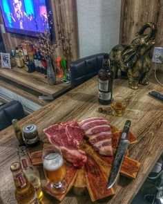 I love this guy's cutting board... I'm sorry I know I should be focused on that T-bone. . . Shout out to @eng.luizfernandoamadori. . . . #NewBourbon #Bourbon #BarrelProof #Medley #BourbonCountry #RareBourbon #BourbonPorn #whiskeyporn #Whiskey #Wisky #WhiskeyTime #SingleMalt #DrinkWhiskey #KentuckyBourbon #BBQandBottles #Louisville #BourbonLife #BourbonTrail #BourbonCollection #WhiskeyLife #Dram #SpecialReserve #Weekend #InstaDrink #InstaLove #Cheers #Drink #DrinkPorn #Bar #Happiness