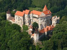 Hrad Pernštejn z východu