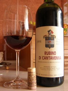 Turin Epicurean Capital: Rubino di Cantavenna: a precious wine. It comes from the northwestern part of the Alessandria province, in the Monferrato hills, one of the Piedmont wine districts; and by Italian law, only four municipalities can produce it