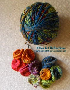 Easy instructions with suggestions on how to loosen up the curl. Would make in interesting scarf or possibly headband. Ï Tutorial: Hyperbolic crochet sculpture in progress: Fiber Art Reflections Freeform Crochet, Crochet Art, Love Crochet, Irish Crochet, Crochet Motif, Crochet Crafts, Yarn Crafts, Crochet Flowers, Crochet Stitches