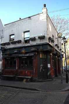 In Old Globetown (Spitalfields Life) Beer Shop, Open Staircase, Art Nouveau Tiles, Bethnal Green, Drinking Fountain, Social Housing, London Pubs, Slums, Growing Flowers