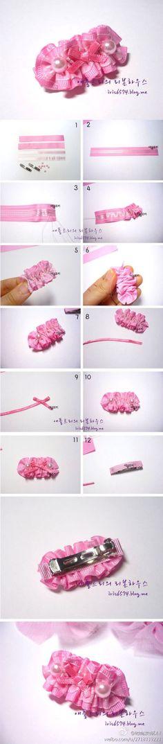 Broche con cinta rosada plegada