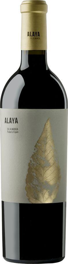 Vino tinto Alaya 2012 de Almansa D.O. Garnacha tintorera 100% Crianza de 15 meses en barricas de roble americano y francés. Es el alto de gama de Bodegas Atalaya. Un vino sorprendente por lo bien hecho y equilibrado a pesar de la dificultad de la uva garnacha.