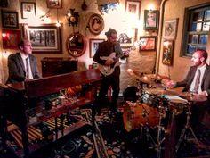 Hammond Grooves #jazz #organtrio @ @bistrosruella #pinheiros quinta-feira às 21h  #hammondgrooves #ruella #hammondorgan #guitarra #bateria #hammondb3 #lesliespeaker #guitar #drums #comidadeverdade #gastronomia #musica #eventos #cozy #musiclife #jazzlover #sampa #jazztrio #jazzorgan