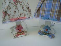 Abajur decorado com tecido e aplique de passarinhos R$ 59,90