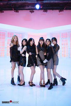 The Album Photoshoot Kpop Girl Groups, Korean Girl Groups, Kpop Girls, Girlfriend Kpop, Korean Best Friends, Gfriend Yuju, Get Skinny Legs, G Friend, Friend Outfits