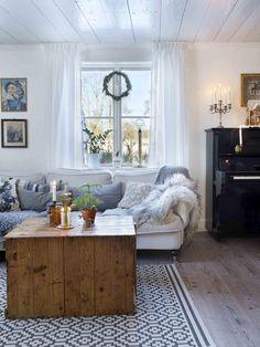 Gorgeous Swedish Decor Inspiration can find Swedish decor and more on our website. Swedish Home Decor, Swedish Interior Design, Swedish Cottage, Swedish Interiors, Swedish Style, Swedish House, Cottage Interiors, Scandinavian Home, Cottage Chic