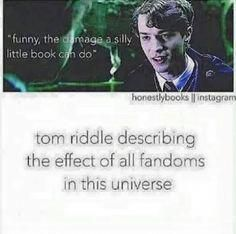 i wonder what the wizard fandoms are. i mean they dont even have internet, or s… i wonder what the wizard fandoms are. i mean they dont even have internet, or social media! Harry Potter Jokes, Harry Potter Fandom, Divergent Fandom, Divergent Series, Percy Jackson, Hunger Games, Book Of Life, The Book, Fangirl Problems