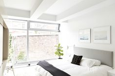 House Tour: A Bold & Airy Black & White NYC Apartment | Apartment Therapy