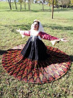 Παραδοσιακή φορεσιά Σκοπέλου Greek Traditional Dress, Traditional Outfits, Greek Fashion, Ethnic Fashion, Greek Dress, Costumes Around The World, Old Models, Folk Costume, Folklore