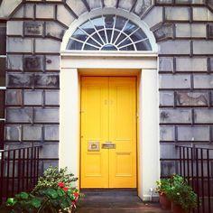 Day 8 - door - a sunny yellow Stockbridge door! ☀️ #fmsphotoaday #day8 #door #yellow #stockbridgeedinburgh #stockbridge #edinburgh #scotland