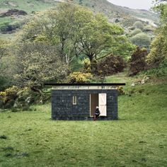 Slate Cabin was designed by Sydney-based architecture studio TRIAS as a writer's retreat perched on the edge of Snowdonia National Park in Mid Wales. Interior Styling, Interior Decorating, Snowdonia National Park, Modern Architecture, Slate, Wales, Countryside, Beautiful Homes, National Parks