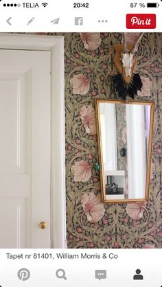 The modernity of the wallpapers of William Morris - Home Design & Interior Ideas William Morris Wallpaper, Morris Wallpapers, William Morris Tapet, Of Wallpaper, Beautiful Wallpaper, Wallpaper Ideas, Wall Treatments, Decoration, Interior Inspiration