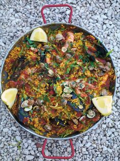 This recipe looks great, had an amazing paella in mexico and wanna try make my own because it was so flavoursome and delicious Paella Pan. From Jamie Oliver. my favourite paella Rice Dishes, Main Dishes, Quinoa, Seafood Recipes, Cooking Recipes, Lamb Recipes, Seafood Paella, Paella Pan, Seafood Platter