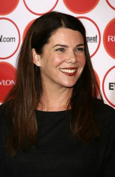 Lauren Graham Photos - Actress Lauren Graham arrives for Entertainment Weekly's Annual Pre-Emmy Party at Republic on August 2006 in Los Angeles, California. Gilmore Girls Actors, Peter Gallagher, Jane Levy, Girl Bye, Lorelai Gilmore, Lauren Graham, Star Wars, Mandy Moore, Press Tour