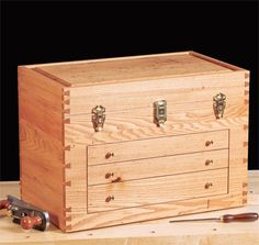 How to Make an American Chestnut Wood Tool Chest - Free Woodworking Plans