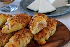 Mini saladitos de jamón y queso (receta fácil) Queso Fundido, Chicken, Meat, Food, Banana Crumb Cake, Puff Pastry Recipes, Ham And Cheese, Easy Recipes, Appetizers