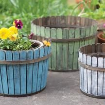 Love These Painted Wooden Planters! Look like they would be pretty easy to make.
