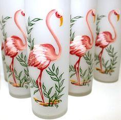 Vintage Pink Flamingo Glasses Hand Painted Set of 8 Mod Glamping Flamingo Decor, Pink Flamingos, Flamingo Beach, Flamingo Gifts, Vintage Love, Vintage Pink, Kitsch, Vintage Florida, Pink Bird