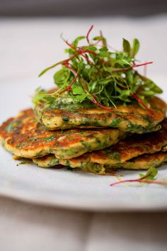 Green Pancakes with Lime Butter from Plenty by Yotam Ottolenghi. Spinach and green onions give these light pan-fried cakes the green. Maybe without the lime butter. Yotam Ottolenghi, Ottolenghi Recipes, Ottolenghi Plenty, Savory Pancakes, Spinach Pancakes, Vegetable Pancakes, Cooking Recipes, Healthy Recipes, Butter Recipe