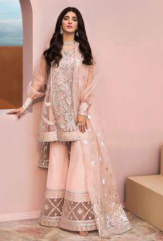 Shadi Dresses, Pakistani Formal Dresses, Pakistani Fashion Party Wear, Pakistani Wedding Outfits, Nikkah Dress, Indian Bridal Outfits, Pakistani Dress Design, Dress Indian Style, Indian Fashion Dresses