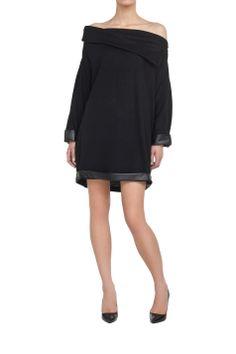 Sweter oversize czarny Czarny | Ubrania \ Swetry Ubrania \ Sukienki \ Mini Ubrania \ Tuniki Ubrania \ Wszystkie ubrania PROJEKTANCI \ Muses Urbanska&Komornicka Swetry Wszystkie ubrania W tym tygodniu | MOSTRAMI.PL