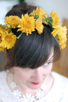 #primaveracrowns spring flower garland Flower Garlands, Spring Flowers, Fun Projects, Crown, How To Make, Hair, Spring, Corona, Crowns